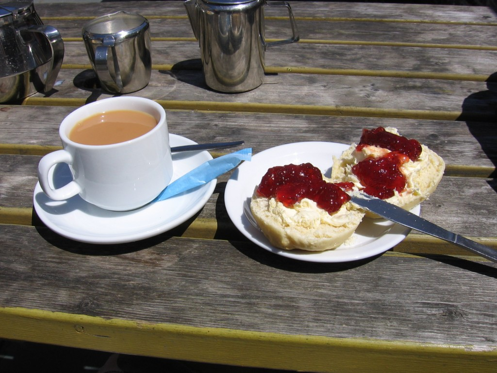 Cornish_cream_tea_2